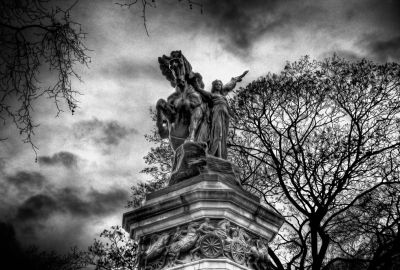 Statue near Buckingham Palace
